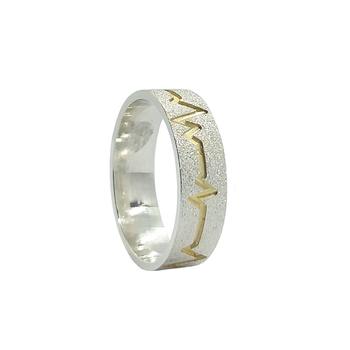 imagem Aliança de compromisso em Prata fosca diamantada com filete de ouro 18k.